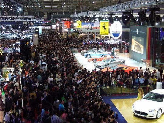 不只上海车展零距离赏豪车,《Rush Rally 3》等爆款手游更能真实还原驰骋的快感 图片4