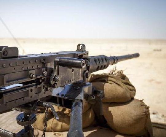 世界战争英雄步枪和机枪 装子弹要注意自己的安全