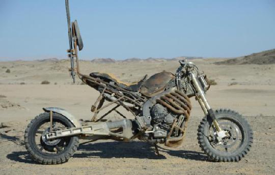 地球末日生存攻略摩托车